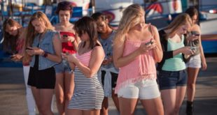 Nearly 70% teenagers wish to reduce smartphone use: Survey